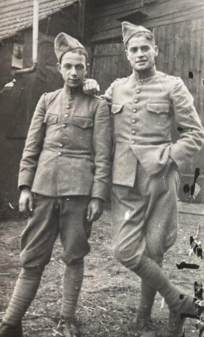 Mijn vader Adrie rechts met zijn vriend Toontje Stofmeel uit Tilburg