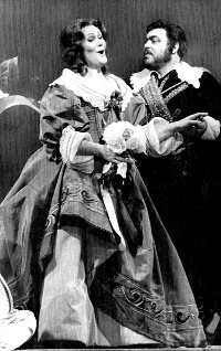 Photo of Luciano Pavarotti and Joan Sutherland in I Puritani